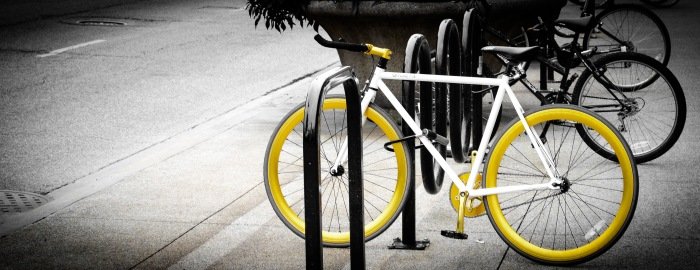 I saw lots of yellow bikes in the city that day... this is one of them  :)