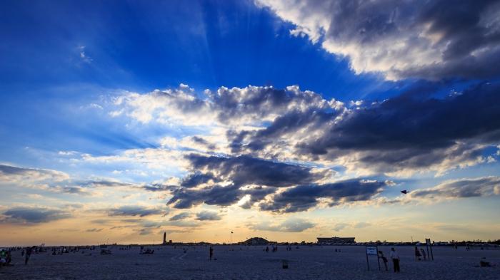 jones-beach-sky